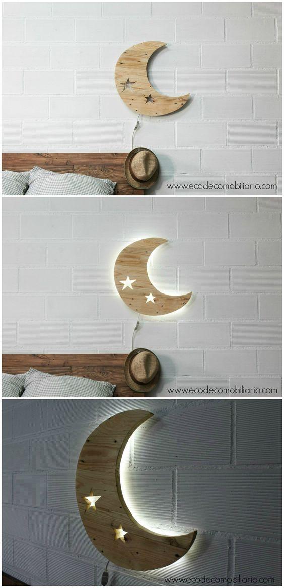 Lámpara de palets con forma de luna. Lámpara infantil disponible en www.ecodecomobiliario.com: