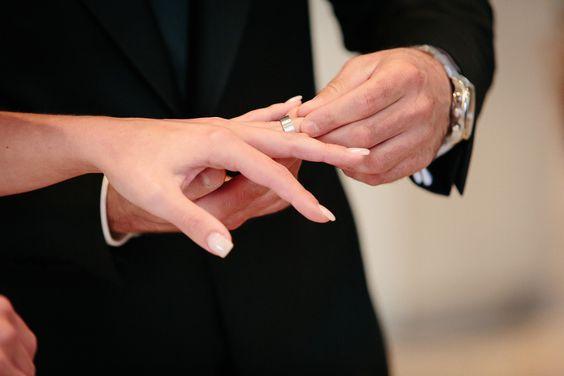 #wedding #photography #avecamis #bride #groom #couple #weddingcouple #ring #OliverLichtblau http://www.oliverlichtblau.de http://www.avecamis.de
