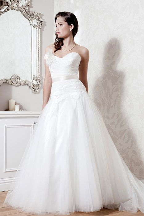 2014 Elegant V-neck with Flower Chiffon Sweep Train Wedding Dress
