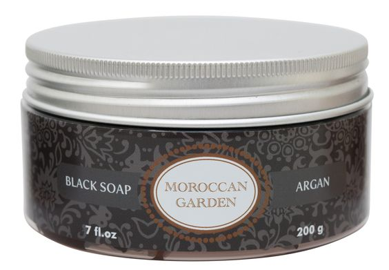 De Marokkaanse zwarte zeep is standaard onderdeel van de traditionele Hamam ritueel. Het is de nummer één behandeling in oosterse Hamams. Met een textuur van boter, is deze natuurlijke plantaardige pasta op basis van zwarte olijven rijk aan vitamine E. De zeep is gemaakt van biologische zwarte olijven met toevoeging van arganolie. Deze zwarte zeep is zacht en geschikt voor alle huidtypen