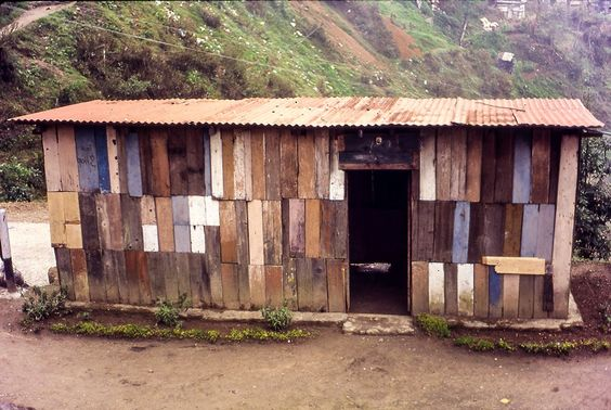 http://cabinporn.com/post/98229410771/hut-made-from-salvaged-materials-in-darjeeling