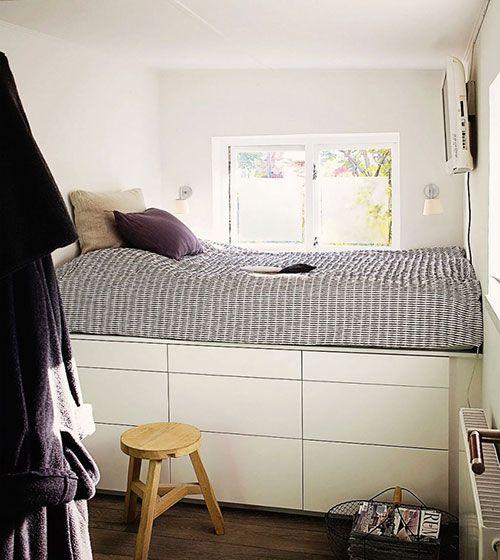 Kleine slaapkamer met bedkast  Slaapkamer ideeën