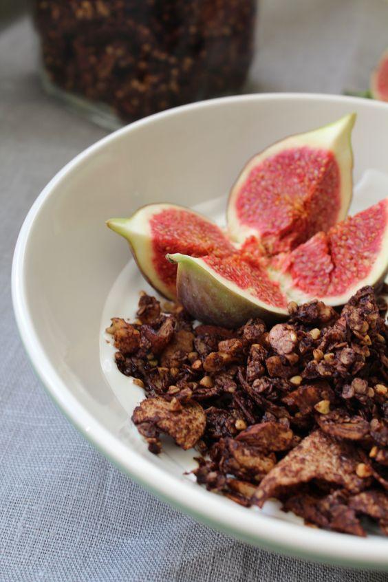 Schokoladen-Knusper-Granola mit Buchweizen und Kokos