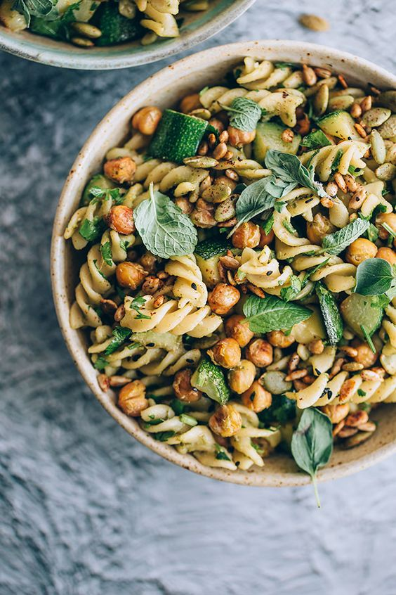 Pasta salad #vegan with zucchini, greens and roasted chickpeas #salad #pasta   TheAwesomeGreen.com