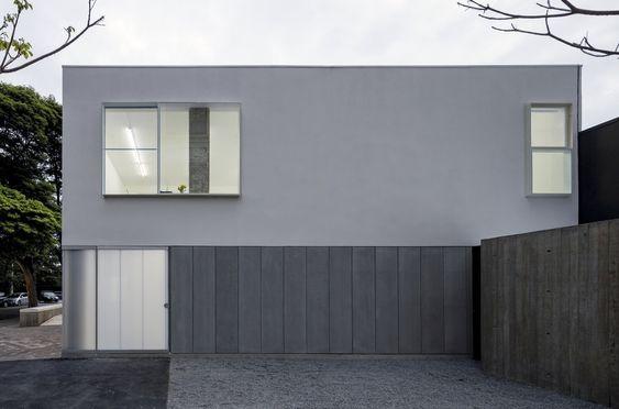 A galeria de arte Casa Triângulo ganha novo endereço assinado pelo escritório Metro Arquitetos. A nova sede foi escolhida não só pela sua localização –o imóvel fica na Rua Estados ver mais
