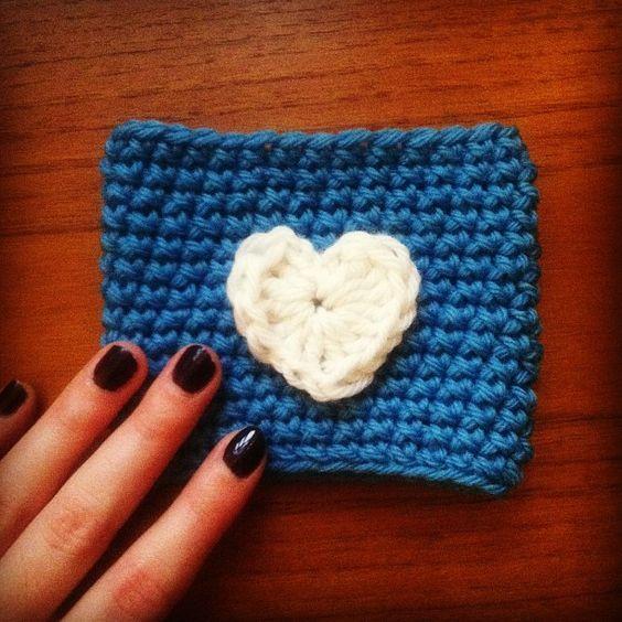 Amigurumi Starbucks : crochet cup cosy - free pattern! Great idea seeing as ...