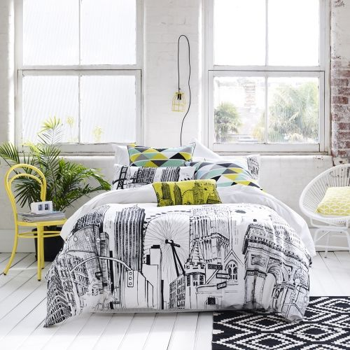 Travel Inspired Bedroom Designs Are Sophisticated And Elegant: Black And White Travel Themed Bedding