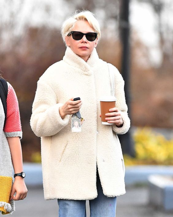 Michelle Williams Was Seen Out in Brooklyn, New York 01/12/2017 ...