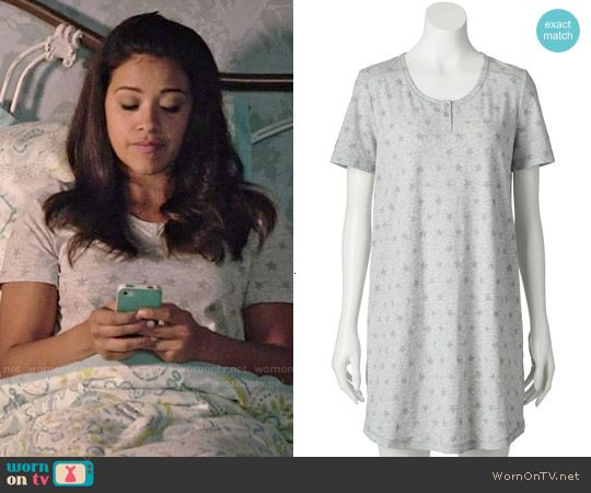 Jane's grey star and moon print pajamas on Jane the Virgin.  Outfit Details: http://wornontv.net/53527/ #JanetheVirgin
