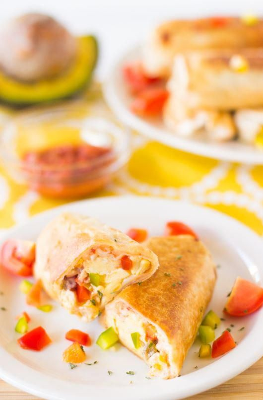 Mexican Breakfast Burritos | Eat something new for breakfast this week! These healthy breakfast burritos are easy to make and freeze and eat all week.