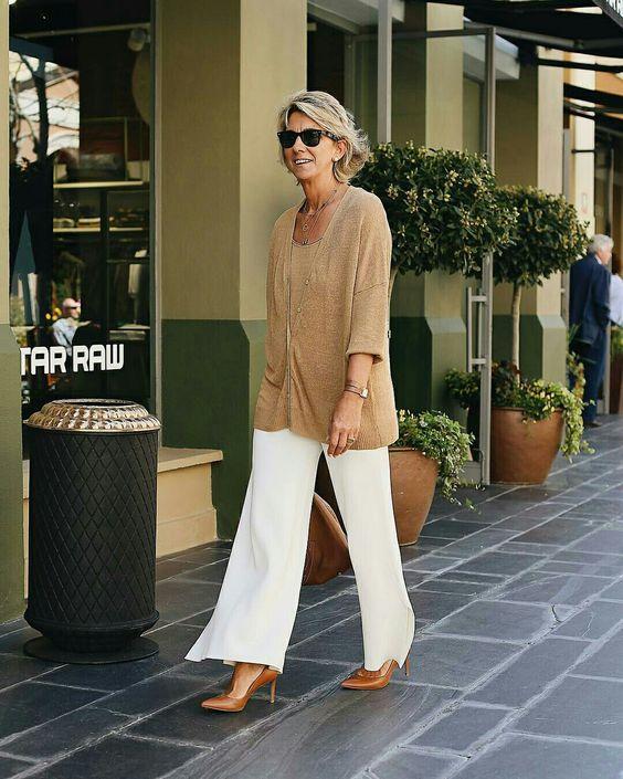 Pantalona branca com cardigan molengo  @margapau  #cardigan #cardiga #pantalona #moda #estilo #tendência #fashion #fashionblog #modamujer #modafeminina #streetstyle #streetfashion #streetwear #modaderua #estiloderua #outfitt #ootd #outfitoftheday #outfitideas #outfits #looks #lookoftheday #lookdodia #look #GostoDisto