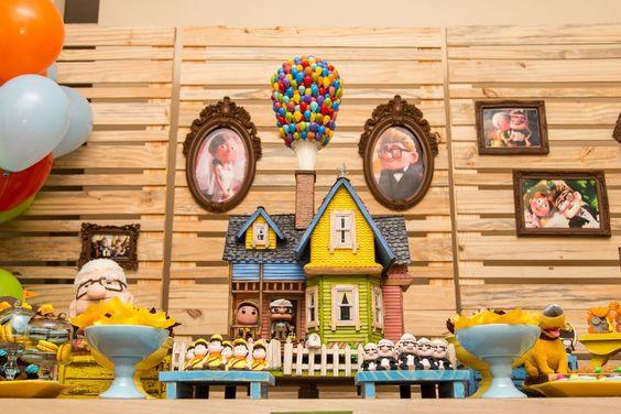 A animação UP - Altas Aventuras rendeu uma decoração incrível da Drika Bauman, da Lulu Celebrate, que oferece cursos em várias regiões do país. Dá uma olhada nas fotos!