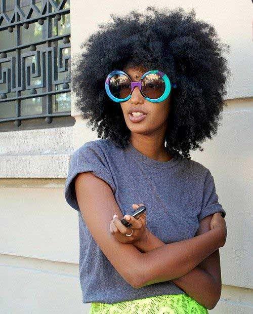 Natürliche Frisuren für Schwarze Frauen mit Kurzen Haaren //  #Frauen #Frisuren #für #Haaren #Kurzen #Natürliche #Schwarze