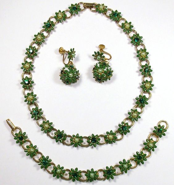 Vintage Green Enamel Rhinestone Flower Necklace Bracelet Earring Set