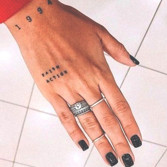 77 Cute And Minimalist Small Tattoo Ideas For Women Ecemella Hand Tattoos For Women Hand Tattoos Tattoos For Women