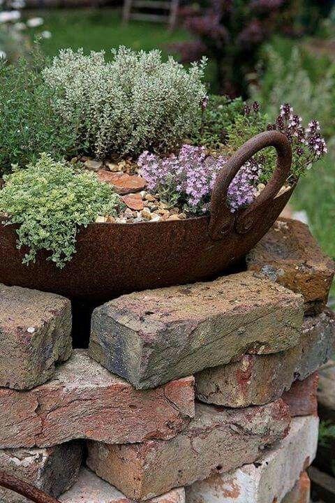 Bereiten Sie Alte Ziegelsteine Zu Brillantem Diy Gartendekor Auf Ohne Viel Geld Alte Auf Bereiten Brillantem Gartendekor Blumenbeet Designs Blumenbeet