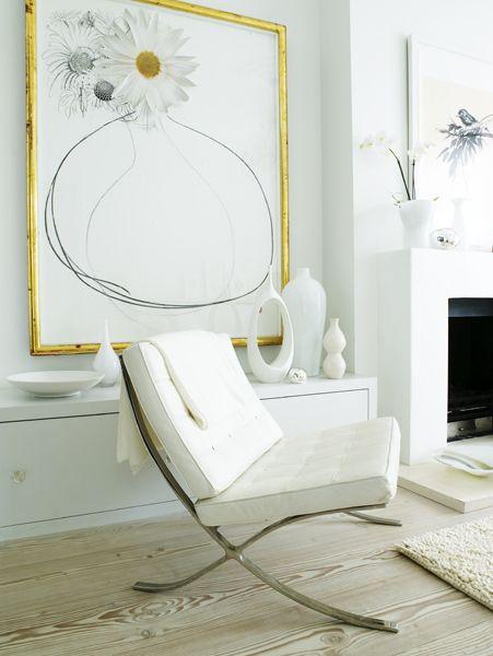 """Silla Barcelona Mies Van der Rohe_ Su estructura de acero plano y cromado, su asiento, originalmente de cuero y su característica forma, la convierten en un icono del minimalismo. No es por casualidad, ya que una de las frases que resume el estilo de Mies van der Rohe es """"Less is More""""."""