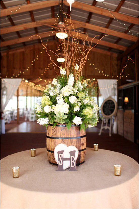 Pretty floral decorations to welcome guests to reception. Floral Design: Alta Fleura ---> http://www.weddingchicks.com/2014/05/14/soft-southern-vintage-wedding/