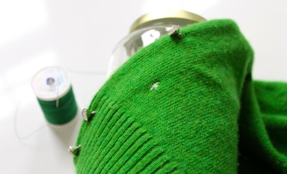 How to mend a hole in knit fabrics