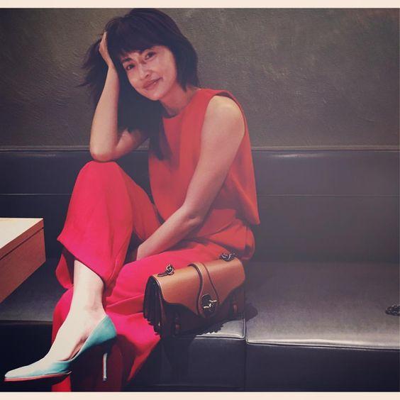 赤い服を着た長谷川京子