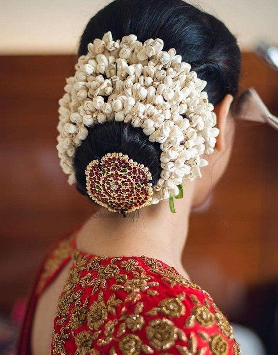 28 Top Tamil Wedding Hairstyle With Flowers In 2020 Beautiful Wedding Hair Indian Bridal Hairstyles Wedding Hair Flowers