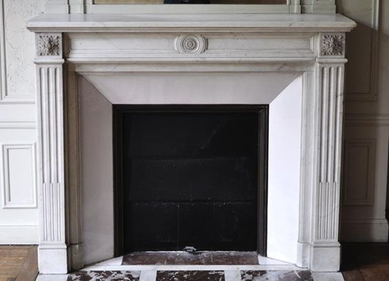 Antique Louis XVI style fireplace with sunflower decor in white Carrara marble, 19th c. - Reference 3086