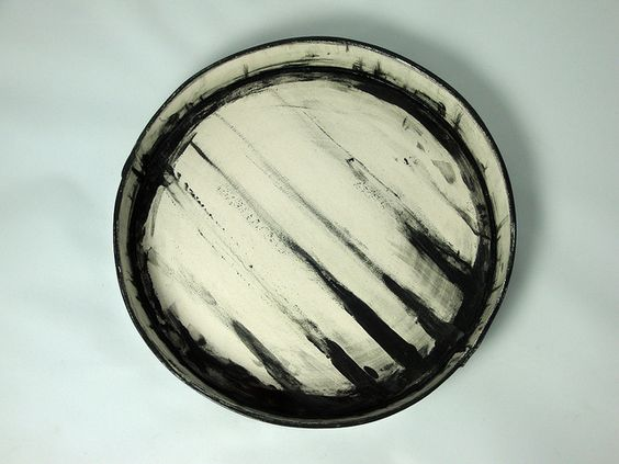 Olia Lamar | Earthenware low bowl: