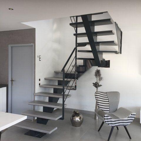 Escalier Limon Central Moderne Avec Images Escalier En Kit