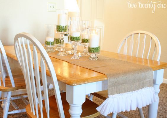 This would look awesome with the burlap drapes I want for the breakfast nook.