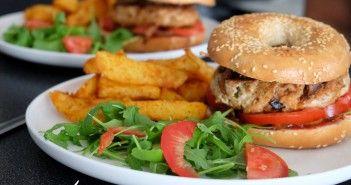 Burger à la viande hachée de dinde maison et potatoes