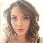 essie_button on Instagram (LOVE her hair)