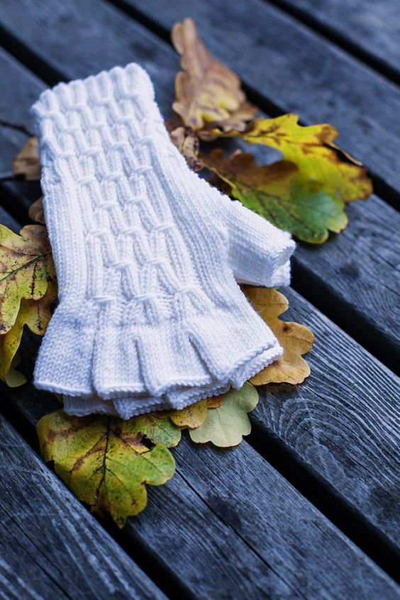 Hey, I found this really awesome Etsy listing at https://www.etsy.com/listing/112594738/knit-arm-warmers-hand-knitted-half