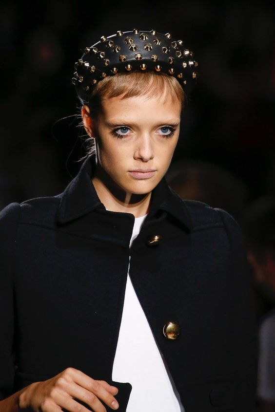 Prada Spring 2019 Ready-to-Wear collection, runway looks, beauty, models, and reviews.