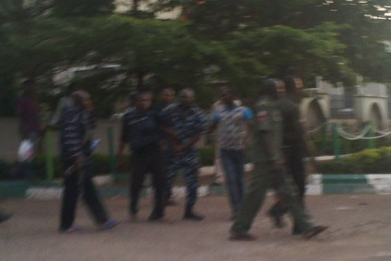 Two Fighting!! Two Police Officers Fight Over Fuel In Abuja (Photos) - http://www.77evenbusiness.com/two-fighting-two-police-officers-fight-over-fuel-in-abuja-photos/