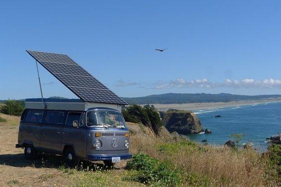 Una Familia Convierte Una Furgoneta Vw En Electrica Con Un Gran Panel Solar Paneles Solares Furgonetas Vw Bus Vw