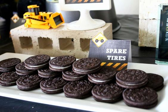Spare tire Oreos at a construction birthday party! See more party ideas at CatchMyParty.com!