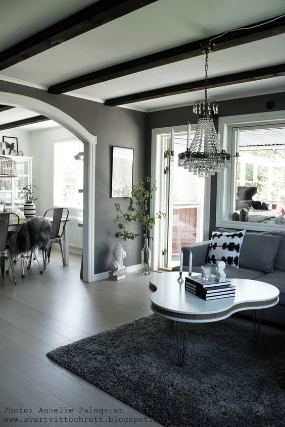 Matplats matplats grå : magnoliakvist, skulptur, vit, vitt, vitt golv, treklöver bord ...