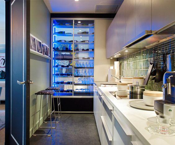 La cocina del diseñador Gerard Faivre en París, http://www.achica.es/achicaliving/2012/07/una-casa-en-paris-con-vistas-al-sena/#