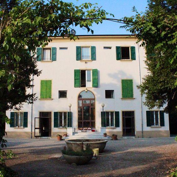 Olha q casa mais linda onde se produz vinagre balsâmico tradicional de Modena #villaBianca - Instagram by @Turomaquia Viagens & Arte