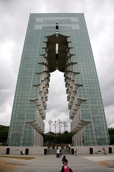 Architecture amazing towers skyscrapers around the world for Modern korean house architecture