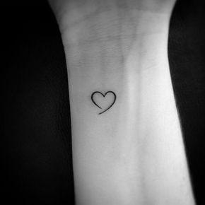 mini tatuagem coração