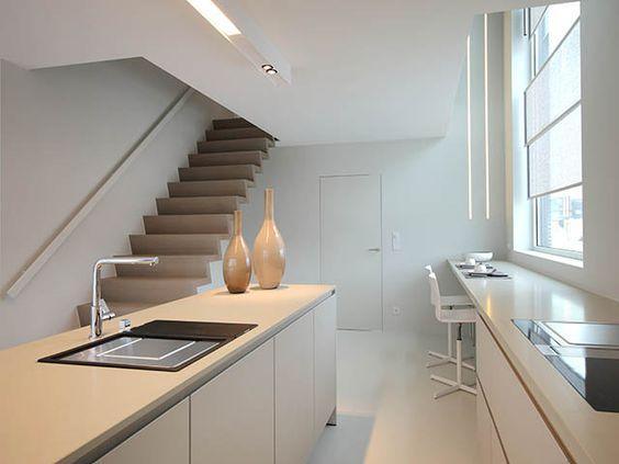 Moderne keuken • eiland • open trap • foto: www.huyzentruyt.be ...