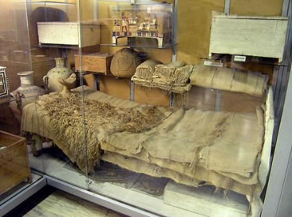 Merit's bed was found made up with  sheets, fringed bed covers, towels and  a wooden headrest encased in two  layers of cloth. It is almost identical  to Kha's bed, except that it is  smaller. The rectangular board is at  the foot of the bed rather than being  a headboard. The bed rests on lion  feet, raised on cylindrical wooden pads  painted red. The rest of the bed is  painted white.Tomb of the architect Kha and his wife Merit. 18th dynasty, ancient Egypt.