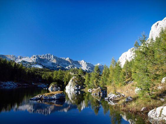 EL TRIGLAV El Triglav es el pico más alto de Eslovenia y el que da nombre al único parque nacional del país, al que se suman otros tres regionales y una docena de naturales, lo que hacen que un tercio del territorio de Eslovenia esté protegido.