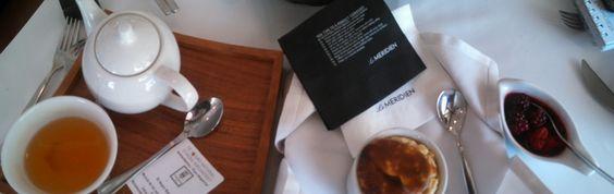 Souffle de avena con salsa de frutos rojos y te en Le Meridien México City