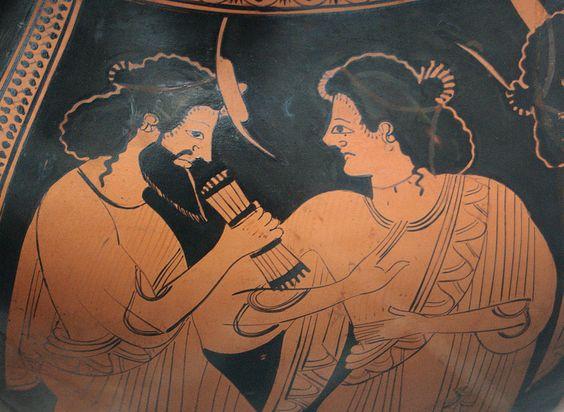 Götterversammlung auf dem Olymp: Hermes mit seiner Mutter Maia, Tochter des Atlas und eine der Plejaden, Detail einer attisch-rotfigurigen Amphora des Nikoxenos-Malers, um 500 v. Chr., Staatliche Antikensammlungen 2304