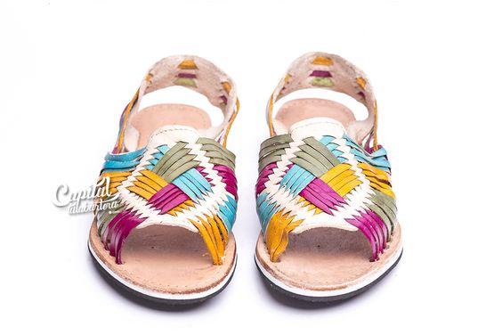 Huarache cuatro colores. Elaborado a mano con auténtica piel por artesanos mexicanos. Visita el sitio para más información.