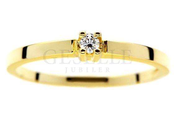 Delikatny, złoty pierścionek zaręczynowy z brylantem 0,04 ct - pełna uroku biżuteria od GESELLE Jubiler   PIERŚCIONKI ZARĘCZYNOWE \ Brylant \ Żółte złoto od GESELLE Jubiler