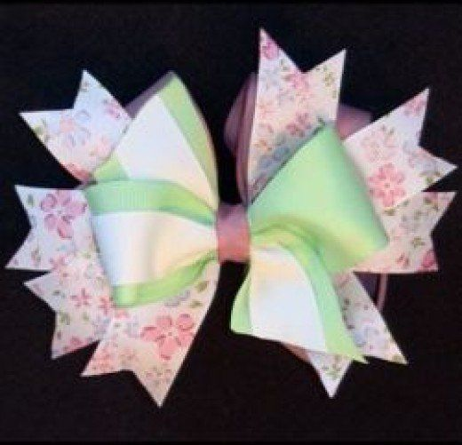 Hair bows for girls are really popular and easy to make. There are so many options, but they are either expensive or the wrong color.  Making them is a much better option, but where do you start?  Hair bows are ribbon creations that come in hundreds...