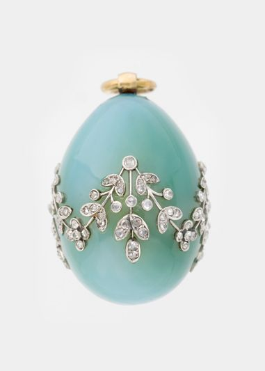Fabergé firm (Russian , 19th century) Miniature Easter Egg Pendant Chalcedony, gold, diamonds!